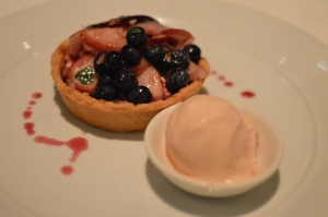 Nectarine & blueberry tartlet w nectarine ice cream