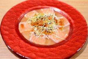 Salmon carpaccio (salmon, salmon roe & ponzu gelée)